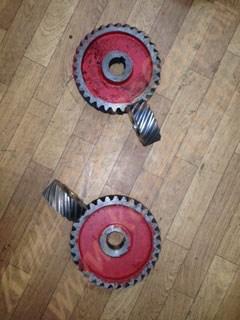 Комплект нижних косозубых шестерен к дежеопрокидывателю ПО-1 (дежа емкостью 330 литров), количество 4 штуки: 2 штуки с числом зубьев Z=15 И 2 штуки с числом зубьев Z=32 - фото 6574