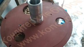 Верхняя крышка редуктора со стаканом к тестомесу А2-ХТ-3Б на 330 литров; к тестомесу Л4-ХТВ на 140 литров